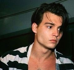Image about boy in Jonny Deep🔥 by vey on We Heart It Grunge Look, 90s Grunge, Grunge Style, Grunge Outfits, Soft Grunge, Young Actors, Hot Actors, Beautiful Boys, Pretty Boys