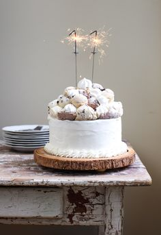 Not keen on piping at bottom of this cake but it's super cute with the balls and sparkler candles on top artesanales caseros caseros de frutas ice cream cream cake cream design cream desserts cream recipes Pretty Cakes, Beautiful Cakes, Amazing Cakes, Food Cakes, Cupcake Cakes, Ice Cream Birthday Cake, Cake Birthday, Diy Birthday, Birthday Parties