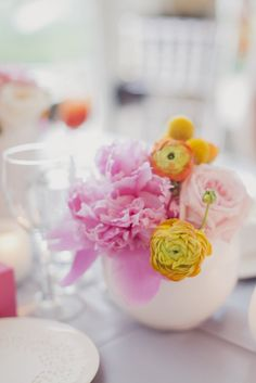 Prettiest pink #peony centerpieces | Photography: Elizabeth In Love | Design: http://www.kjandco.ca