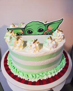 Star Wars Birthday Cake, Star Wars Party, Baby Birthday, Cake Decorating Tips, Cookie Decorating, Yoda Cake, Striped Cake, Jordan 10, Cake Servings