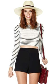 Striped crop top with high waisted shorts & fedora