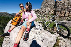 Sardinien: Abenteuerspielplatz und Mythos im Mittelmeer – mit Tourentipps  Auf Sardinien ist jede Tour immer auch eine Entdeckungsreise - in einsame Gebiete und in die Kultur. MountainBIKE verrät die schönsten MTB-Strecken - plus Rennrad- und Wander-Tipps.
