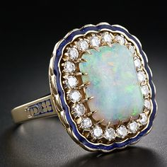 I love opal rings ! This has such a modern twist on vintage look.