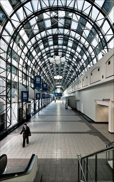 Skywalk Union Station, Toronto.   Skywalk connecting Union Station, Metro Toronto Convention Centre, and Rogers Centre
