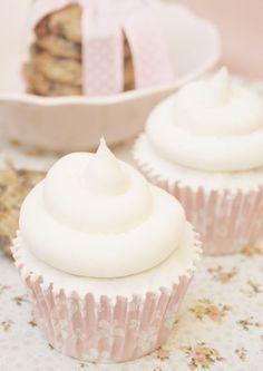 Tu medio cupcake: Cupcakes de Cookies con Buttercream de Leche Condensada... listos para concursar!!