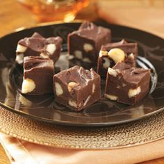This chocolate fudge is the Chocolate Lovers heavan. Creamy sweet with macadamia nuts. The rich chocolate tast with slowly roasted macadamia nuts. Fudge Recipes, Candy Recipes, Sweet Recipes, Dessert Recipes, Fudge Flavors, Frosting Recipes, Holiday Recipes, Homemade Fudge, Homemade Candies