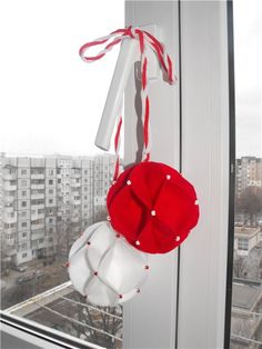 Опубликованное фото Baba Marta, Diy And Crafts, Crafts For Kids, Christmas Baubles, Happy Easter, Paper Art, Lanterns, Origami, Projects To Try