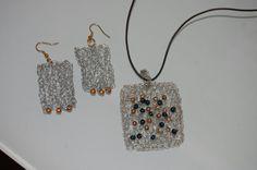 set filo uncinetto gioielli ciondolo e orecchini in vendita