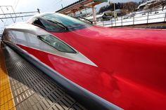 https://flic.kr/p/SaLCJL | Cool Red | AKITA SHINKANSEN KOMACHI Bullet train E6 Series Located : Kakunodate station, Akita pref, Tohoku, Japan.