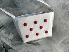 Sac en taffetas blanc plumetis rouge : chic et sympa