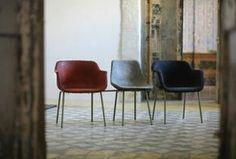 Andrea Epifani. No Smoking esplora le qualità della carta: mobili a metà strada tra design e scultura.