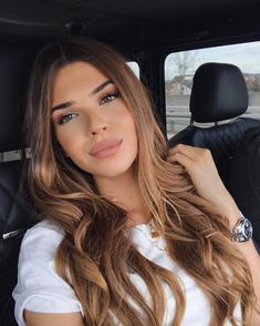 Long Wavy Ash-Brown Balayage - 20 Light Brown Hair Color Ideas for Your New Look - The Trending Hairstyle Light Brown Hair, Dark Hair, Light Brown Ombre, Blond Rose, Brown Hair With Blonde Highlights, Brown Hair Colors, Brunette Hair, Balayage Hair, Bronde Haircolor