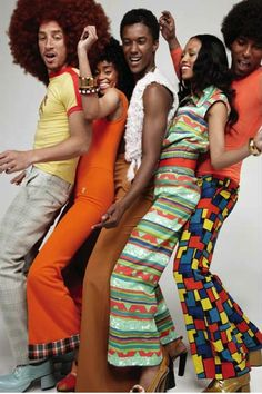 Disco Fashion and retro party outfit inspiration 60s And 70s Fashion, Retro Fashion, Vintage Fashion, Seventies Fashion, Fashion Black, Fashion Fashion, Costume Année 70, Soul Train Fashion, Look Disco