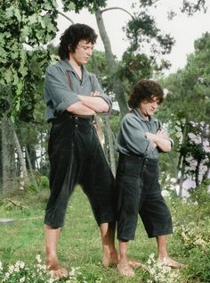 "Elijah Wood and his scale double Kiran Shah in ""The Lord of the Rings: The Fellowship of the Ring"""