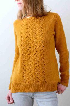Вязаный спицами свободный пуловер с ажурной центральной вставкой Knitting Stitches, Knitting Patterns, Crochet Patterns, Raglan, Pullover, Knitwear, Knit Crochet, Wool, Couture