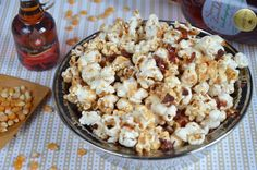 Pop-corn sirop d'érable et bacon Popcorn, Snack Recipes, Snacks, Bacon, Cereal, Grains, Rice, Vegetables, Breakfast