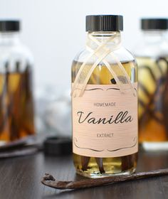 Make your own Vanilla Extract and get these free printable labels too!