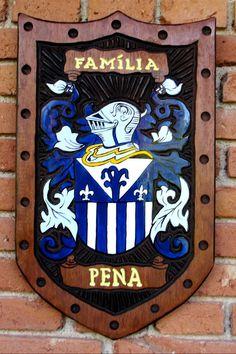 Brasão da família Pena entalhado em madeira Family Shield, Family Crest, Crests, Genealogy, History, Scores, Flags, Interesting Stuff, Loom Animals