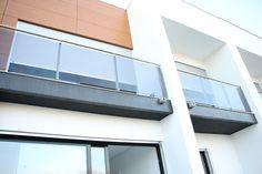 #Moradia V4 c/ Garagem POR ESTREAR perto do Centro de #Olhão /// Cozinha equipada (Electrodomésticos TEKA) c/ Varanda /// 4 Quartos c/ Armário Interior /// Suite c/ Closet /// Sala espaçosa, plena de Luz natural /// Varanda espaçosa, ideal para Almoços e Jantares em família /// Garagem de Estacionamento e Arrumos /// Estacionamento Público Gratuito à porta /// Video Porteiro /// Preço: 255.000€ /// Para mais informações contacte o 914 310 656 ou para o email tiagoseverino_@hotmail.com