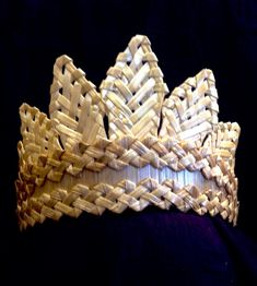 Crown or tiara for princess. Made from wheat straw Corn Dolly, Flax Flowers, Wheat Straw, Gorgeous Hair, Flower Crown, Basket Weaving, Handmade Items, Buy And Sell, Hair Accessories