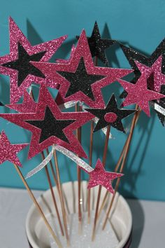 pic only star centerpieces Star Centerpieces, Star Decorations, 15th Birthday Cakes, Birthday Parties, Sweet 16 Parties, Holiday Parties, American Girl Parties, Rock Star Party, Royal Blue And Gold
