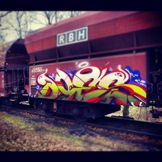 Great depth and detail in this piece by DOES. #grafitti I love graffiti on trains and abandoned building it is one of the purest art expressions in America.