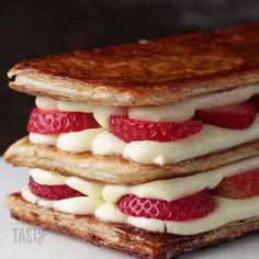 """148.3 tuhatta tykkäystä, 945 kommenttia - Tasty (@buzzfeedtasty) Instagramissa: """"Every dessert should have this many layers """""""
