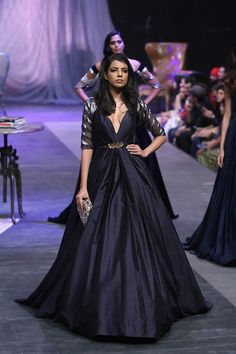 Manish Malhotra at Lakmé Fashion Week Winter/Festive 2015 Indian Gowns, Indian Attire, Indian Outfits, Indian Wear, Vogue India, Designer Gowns, Indian Designer Wear, Manish Malhotra Bridal Collection, Lakme Fashion Week 2015
