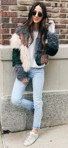 casual outfit: sneakers + jeans + top
