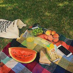discovered by ꒰ 🍰┊͙𝘸𝘰𝘰𝘫𝘪𝘯 ꒱ Aesthetic Indie, Aesthetic Food, Aesthetic Photo, Picnic Date, Indie Kids, Best Food Ever, Art Hoe, Foto Pose, Cute Food