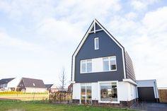 Rond de kerstdagen van 2017 mochten ik mij bezighouden met een onwijs leuk project voor een nieuwbouwwoning in Ewijk. Aan mij de taak om een mooi en passend interieurplan voor dit huis samen te stellen.  Een 'persoonlijk interieur met sfeer' was de wens. Voor bijna de gehele woning maakte ik een interieurontwerp en voor de begane grond + master bedroom en zolderetage mocht ik een compleet plan opstellen.  Interieurontwerp: Laura Hindriks Fotografie: Angeline Dobber House Styles, Home Decor, Seeds, Decoration Home, Room Decor, Home Interior Design, Home Decoration, Interior Design