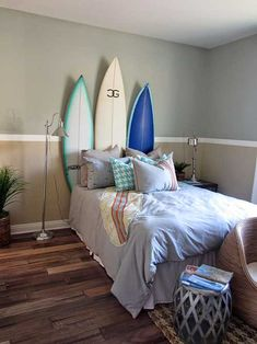 Decoration Inspiration - Model Home Decor - Today I am sharing some model home decoration inspiration! Touring model homes is a great way to get some decoration inspiration. Last weekend we toured two Surf Decor, Bedroom Makeover, Bedroom Themes, Surfboard Decor, Surf Room, Boys Bedroom Furniture, Home Decor, Surf Bedroom Theme, Bedroom Styles