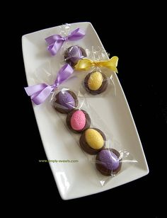 Easter eggs chocolate dipped oreos by Simply Sweets, via Flickr
