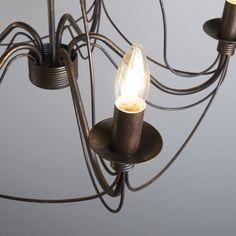 Candelabro ZERO BRANCO 5 bronce envejecido Lámpara colgante muy elegante con aires clásicos. Este modelo está lleno de detalles y con unos acabados preciosos. De estilo romántico está lámpara convertirá su salón en una estancia de castillo.
