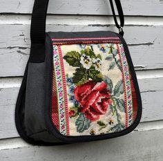 tas met geborduurde roos