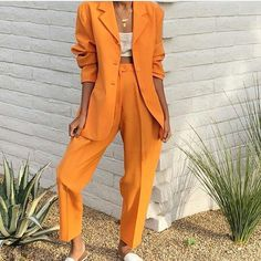 How To Wear The Newest Color Trend Of The Summer: Rustic Orange Rustic orange has become one of the hottest and most talked colors for this summer season. Here is how to wear the newest color trend of the summer! Mode Outfits, Fashion Outfits, Fashion Tips, Fashion Trends, Womens Fashion, Blazer Fashion, Fashion Lookbook, Fashion 2018, Fashion Clothes