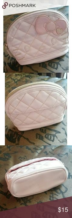 Hello Kitty makeup bag In perfect condition. Light pink makeup bag. Clean bag Hello Kitty Bags