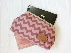 Brown Chevron embrayage / embrayage sac à main / cadre embrayage / automne embrayage - demoiselle d'honneur embrayage / mariage embrayage - sac - pochette de mariage / Smartphone Wallet by LovekaHandmade on Etsy
