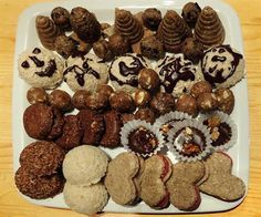 Raw cukroví   na serveru Lidovky.cz   Czech Recipes, Raw Food Recipes, Snack Recipes, Snacks, Gingerbread Cookies, Christmas Cookies, Le Chef, Raw Vegan, Mousse