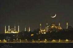 Hilal Istanbul semalarından bakıyor