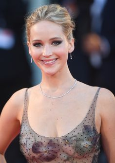 American actress Jennifer Lawrence sexy the Venice Film Festival Beautiful Celebrities, Beautiful Actresses, Beautiful Women, Hollywood Celebrities, Hollywood Actresses, Jennifer Lawrence Body, Jennefer Lawrence, Happiness Therapy, X Men