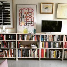 #sisustaminen#valkoinen#kirjahylly#olohuone#kaunis#koti#kotimainenkäsityö#shelfie#hylly