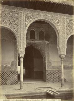Entrada de la Sala de Embajadores. Una visión inédita de la Alhambra por Jean Laurent y Fernando Manso. Fotografía © Jean Laurent. Cortesía Museo Arqueológico Nacional.