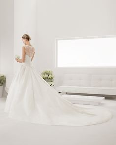8B270 PETRA | Wedding Dresses | 2015 Collection | Alma Novia | Shown with detachable Cathedral length Train (back)