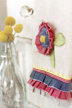 Beautiful Dish Towels, ruffles and ric rack Sewing Crafts, Sewing Projects, Craft Projects, Dish Towels, Tea Towels, Flower Applique, Diy Gifts, Canvas Fabric, Kitchen Towels