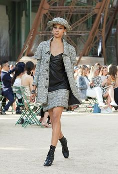 All the Looks From Chanel Couture Fall-Winter 2017 Chanel Couture, Karl Lagerfeld, Coco Chanel, Chanel Fall 2017, Tweed, Haute Couture Looks, Chanel Official Website, Collection Couture, Boucle Jacket