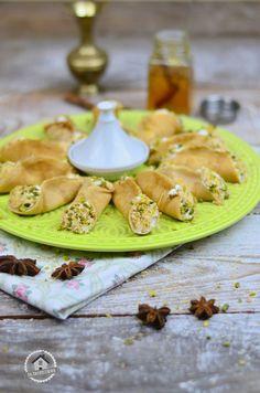 Atayef - Gefüllte Pancakes mit Mandelcreme und Pistazien-Kokos-Knusper | Das Knusperstübchen