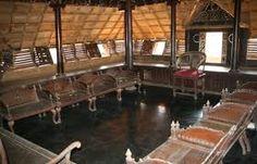 Padmanabhapuram Palace : Though located at Thuckalai in Kanyakumari district of Tamil Nadu, (65 kms south of Thiruvananthapuram) this former palace of Travancore is a splendid example of Kerala architecture.