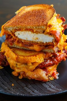 Crispy Fried Buffalo Chicken Grilled Cheese Sandwich Recipe : Crispoy fried buffalo chicken in a grilled cheese sandwich with bacon and plenty of melted cheddar cheese! Cheese Sandwich Recipes, Grilled Cheese Recipes, Best Grilled Cheese, Grilled Cheeses, Buffalo Chicken Grilled Cheese, Buffalo Chicken Wraps, Fried Chicken Sandwich, Grilled Sandwich, Grilling Recipes
