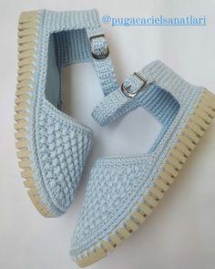 Knit Shoes, Crochet Shoes, Crochet Slippers, C2c Crochet, Crochet Baby, Crochet Patterns, Slipper Socks, Baby Dress, Espadrilles